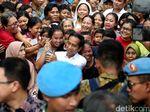 Momen Warga Kampung Deret Tumpah Ruah Sambut Jokowi