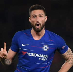 Giroud Resmi Teken Kontrak Baru di Chelsea