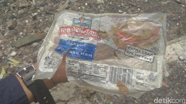 Mengais Rezeki dari Sampah 'Dolar' di Pabrik yang Cemari Lingkungan