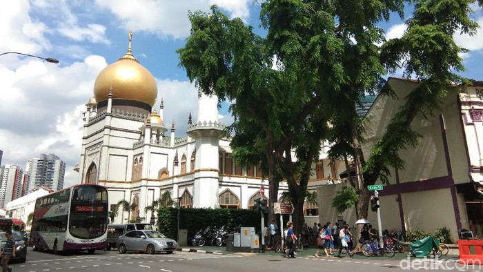 Ngabuburit di Masjid Sultan Singapura