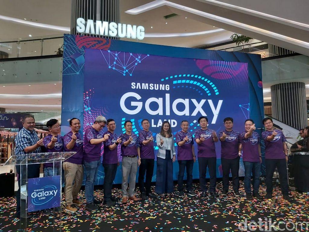 Samsung membuka Galaxy Land yang merupakan pameran produk terbesar dan terlengkap Samsung yang juga disertai dengan layanan purnajual. (Foto: Muhamad Imron Rosyadi/detikINET)