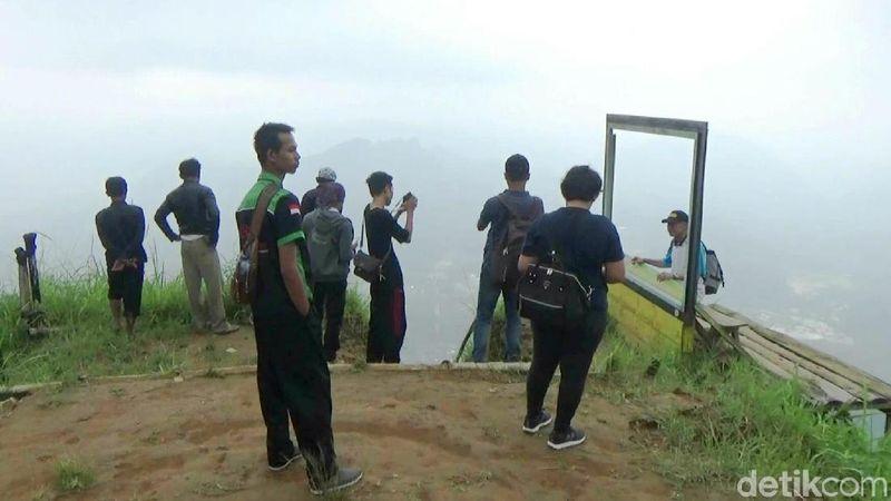 Puncak Khayangan Sigendol terletak di Desa Giyombong, Kecamatan Bruno, berjarak sekitar 30 KM dari pusat kota Purworejo (Rinto Heksantoro/detikcom)