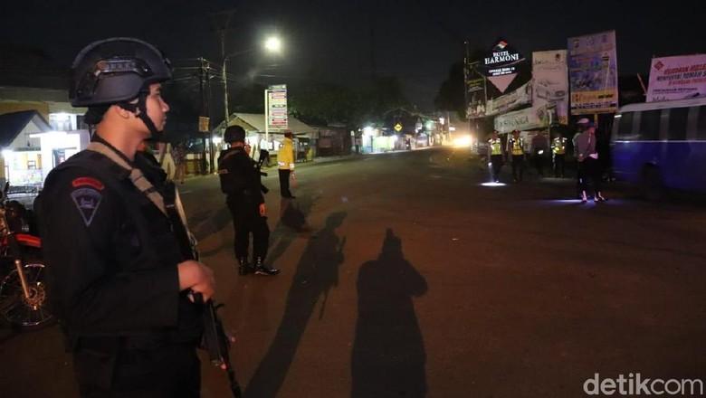 Jelang Aksi 22 Mei, TNI-Polri Periksa Kendaraan Mengarah Jakarta di Garut