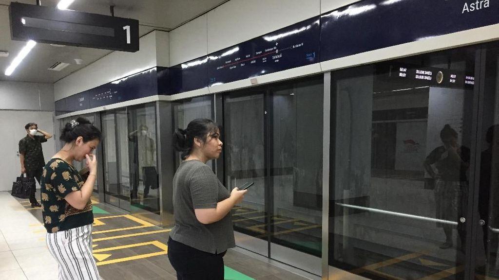 Sedih dan Senangnya Penumpang MRT Tarif Tak Didiskon Lagi