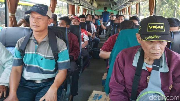 Warga yang hendak ke Jakarta ikut aksi 22 Mei