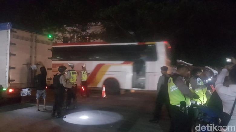 Jelang Aksi 22 Mei, Polres Serang Patroli Bus yang Menuju Jakarta