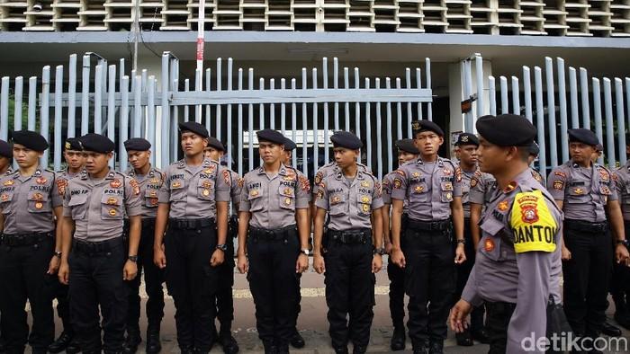 Pengamanan di kantor Bawaslu (Foto: Grandyos Zafna)