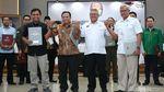 TKN-BPN Berpelukan usai KPU Tetapkan Hasil Pemenang Pilpres 2019
