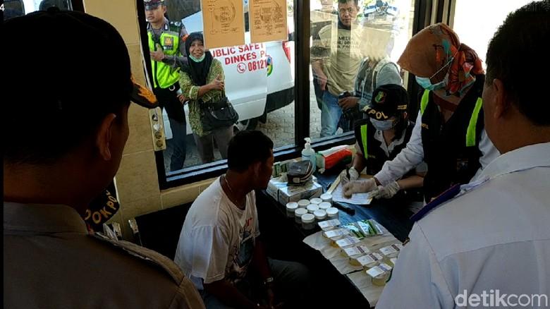 Puluhan Pengemudi Bus Jalani Tes Urine di Terminal Pacitan