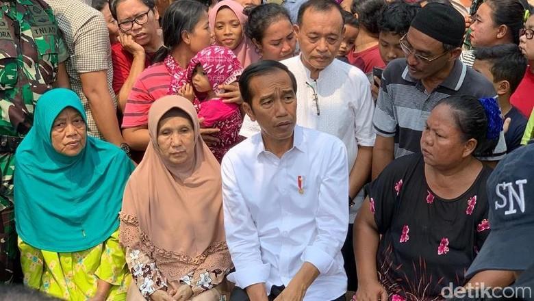 Beda Makna Pidato Kemenangan Jokowi di Kampung Deret Vs Kapal Pinisi