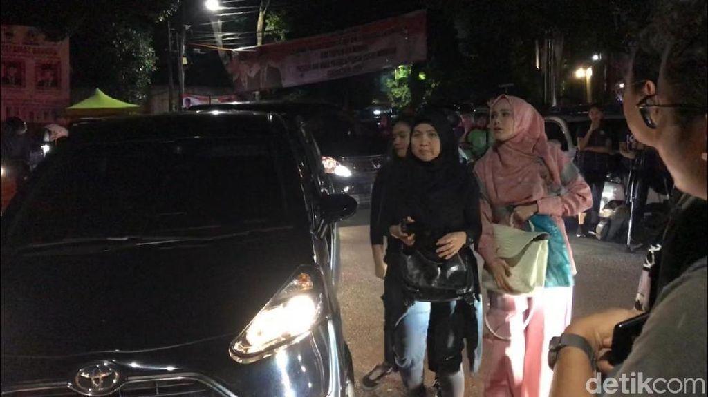 Mulan Jameela Sambangi Kediaman Prabowo di Kertanegara