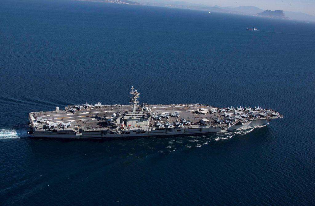 Penampakan USS Abraham Lincoln di lautan Arab untuk mengadakan latihan. Foto: Reuters