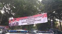 Foto Spanduk-spanduk Ucapan Selamat Prabowo Presiden di Kertanegara