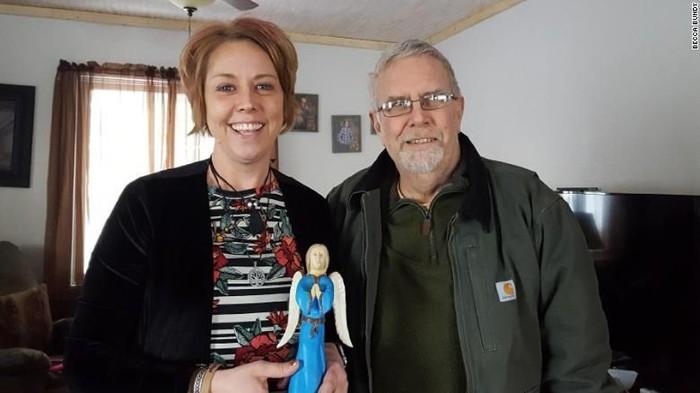 Balas budi seorang wanita yang berujung pada donor ginjal untuk penyakit gagal ginjal yang dimiliki pahlawan anaknya saat kecil.Foto: CNN