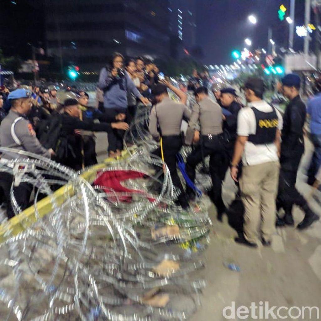 6 Tewas di Rusuh Jakarta Semalam, 200-an Orang Luka-luka