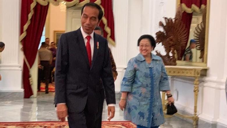 Saling Menyelamati antara Jokowi dan Megawati