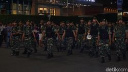 Slipi Masih Rusuh, Personel TNI AD dan Marinir Merapat