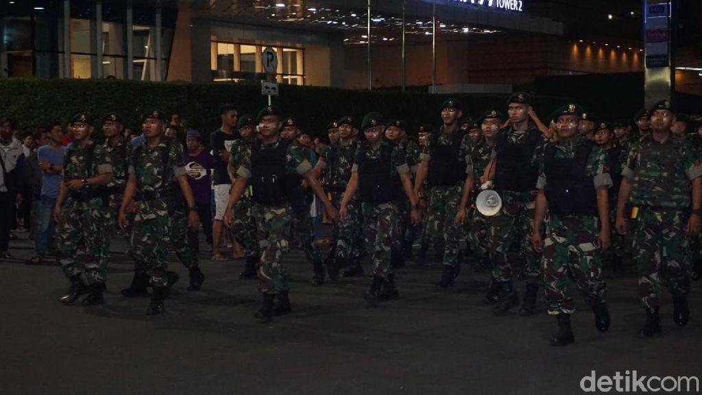 Silpi Masih Rusuh, Personel TNI AD dan Marinir Merapat