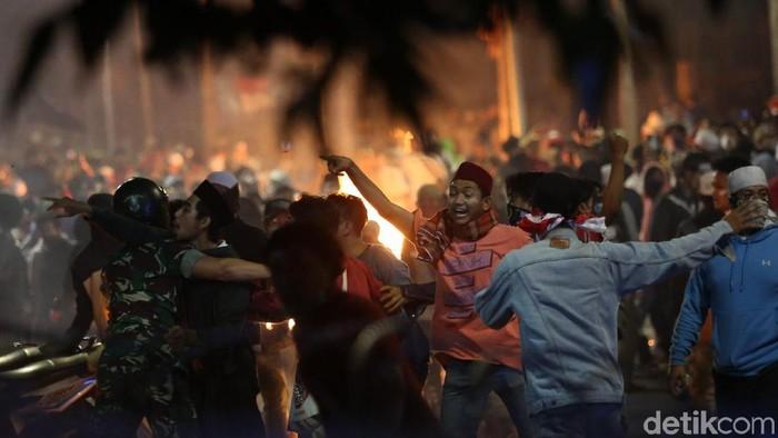 Ricuh terkait aksi 22 Mei (Foto: Agung Pambudhy)