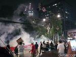 Dipukul Mundur dari Bawaslu, Massa Pendemo Serang Aparat dengan Kembang Api