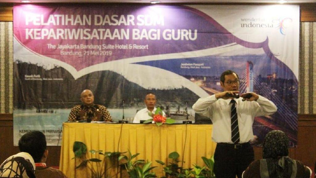 Jalin Sinergi, Kemenpar Bekali Guru di Bandung Ilmu Kepariwisataan