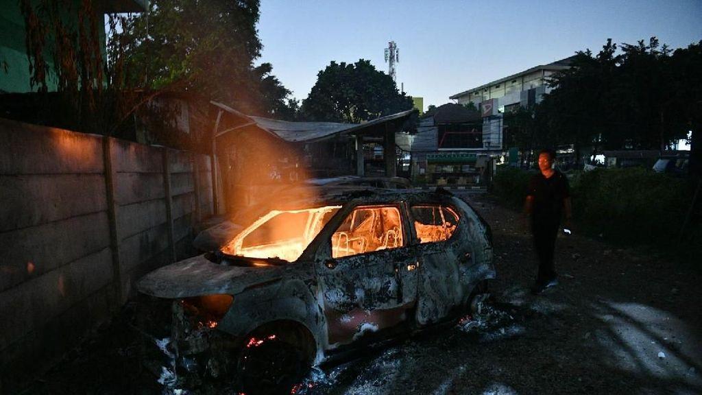 Mobil Hangus Diperbaiki Tidak Ekonomis dan Tidak Aman
