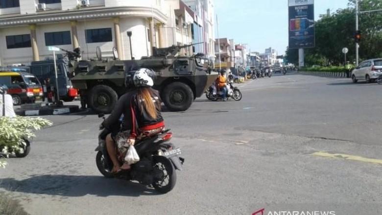 Massa Blokir Akses Jalan Menuju Jembatan Kapuas I Pontianak