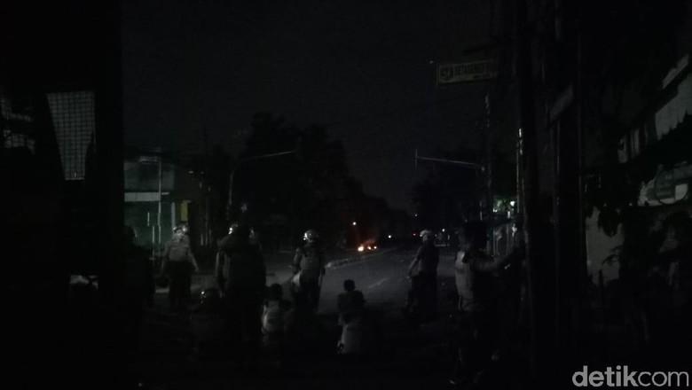 TNI Turun Tangan Minta Massa Rusuh di Asrama Brimob Petamburan Bubar