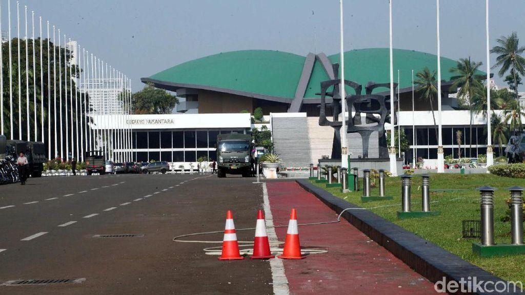 Bukan Wakil Rakyat Bisa Kerja di DPR, Kereta Cepat Cari Masinis