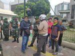 Rusuh di Jalan Jatibaru Mereda, TNI Berdialog dengan Pendemo