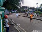 Petamburan Panas Lagi, Lemparan Batu Massa Dibalas Tembakan Gas Air Mata