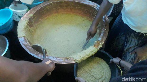 Bubur Mudhor dibagikan untuk warga
