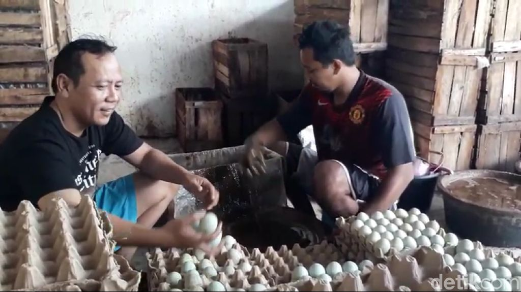 18 Juta Telur Asin di Brebes Siap Jadi Oleh-oleh Pemudik