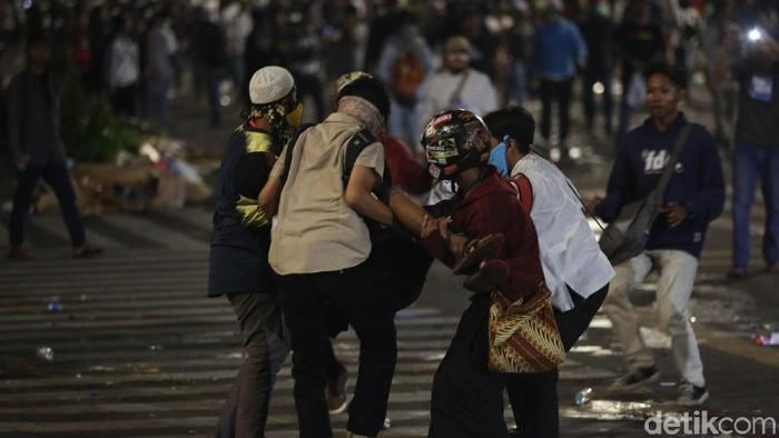 Korban berjatuhan dalam rusuh 22 Mei (Foto: Agung Pambudhy)