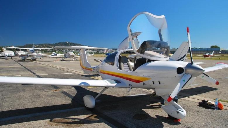Ilustrasi pesawat latih Diamond DA40 (iStock)