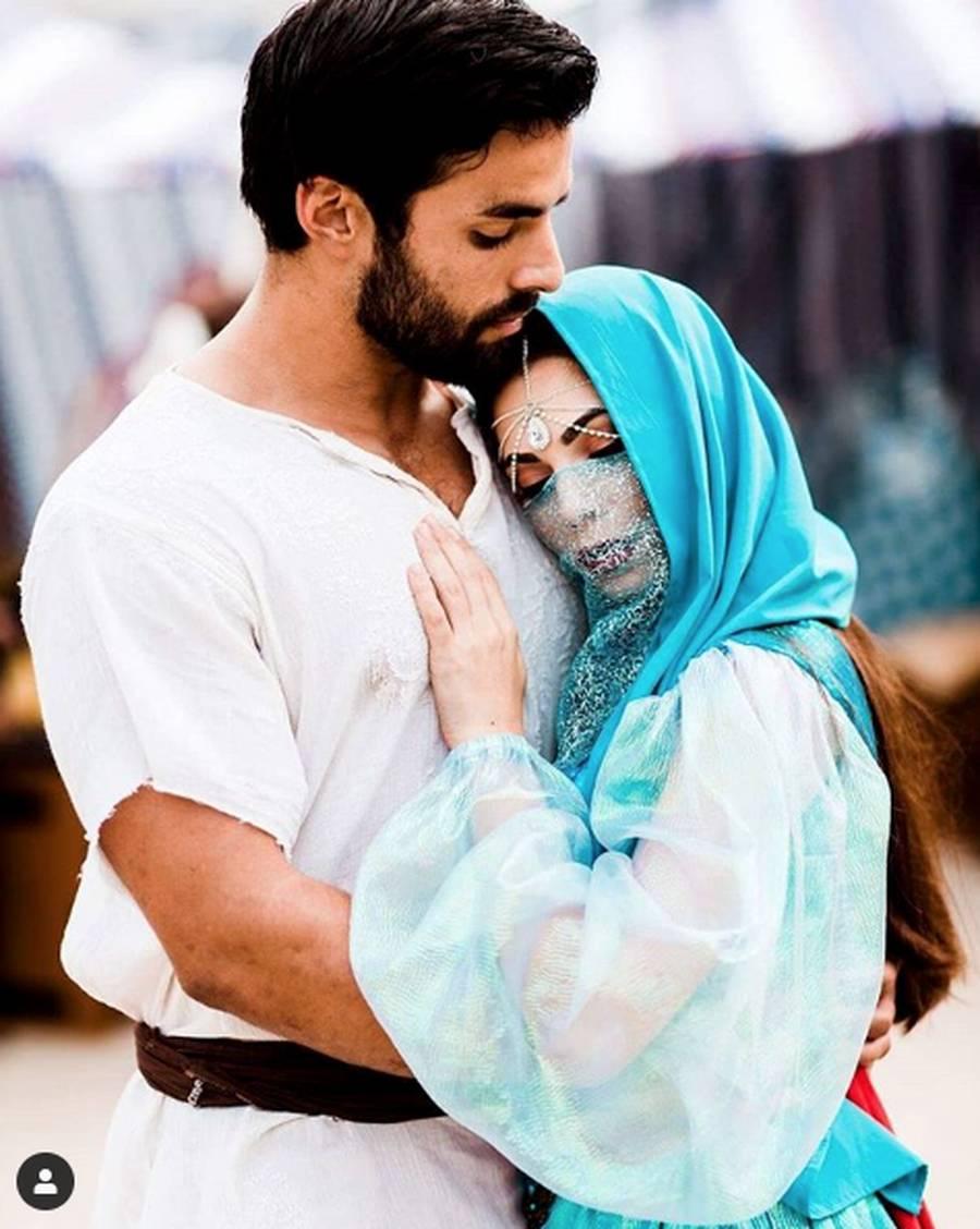 Dua Aktor Tampan Pemeran Aladdin Pilih Yang Mana Foto 5