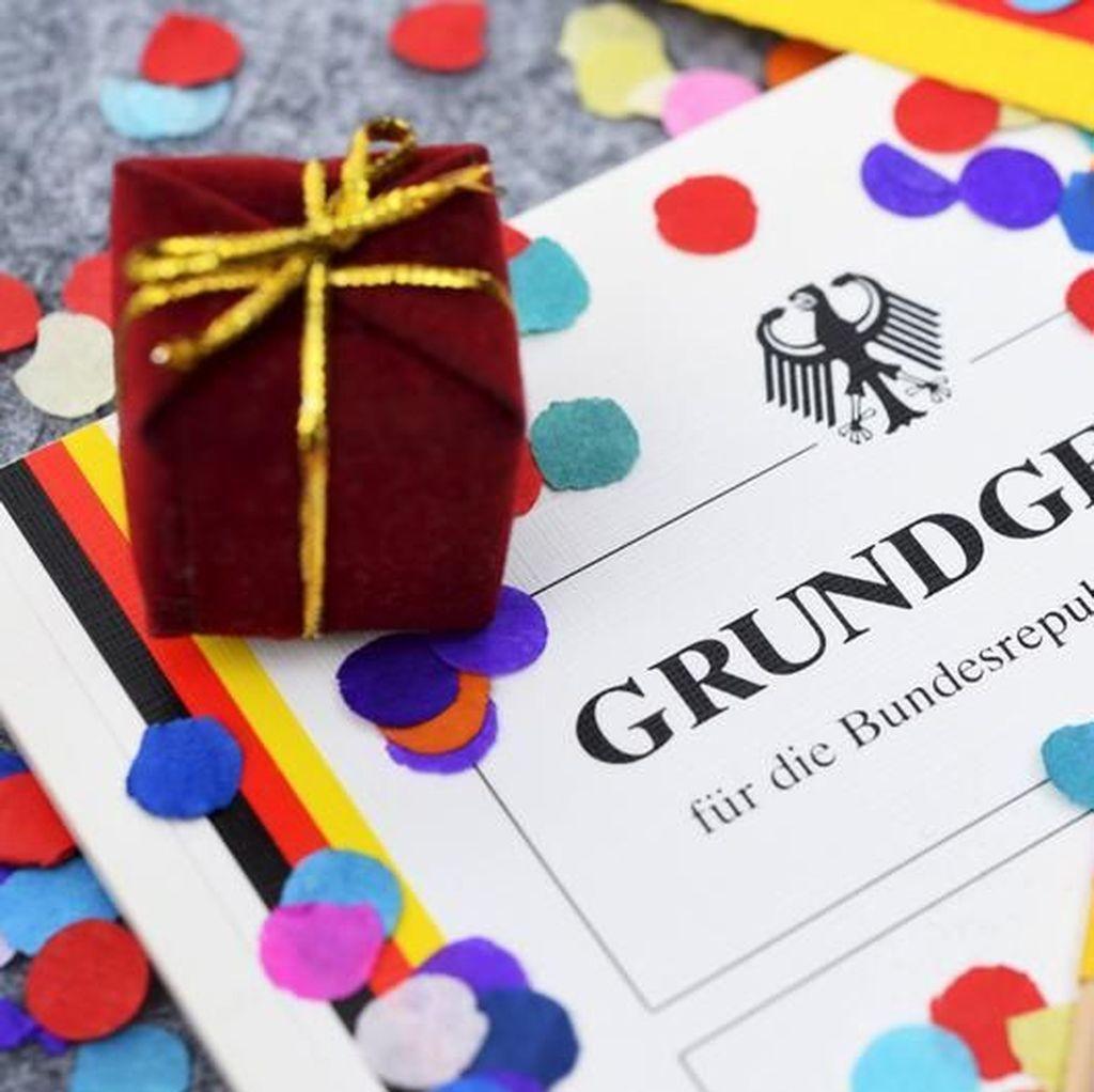 Menjunjung Martabat Manusia, 70 Tahun Konstitusi Jerman Grundgesetz