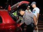 Cegah Massa ke Jakarta, TNI-Polri Razia Kendaraan di Perbatasan Karawang-Bekasi
