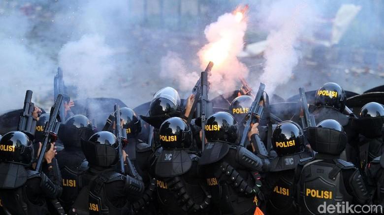 Pembakar Mobil di Asrama Brimob Petamburan Diduga Massa Settingan