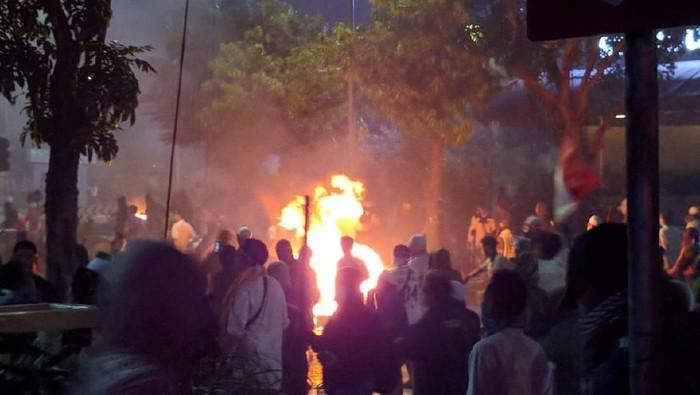 Iustrasi kerusuhan di Jl Wahid Hasyim-Foto: Jefrie Nandy Satria/detikcom