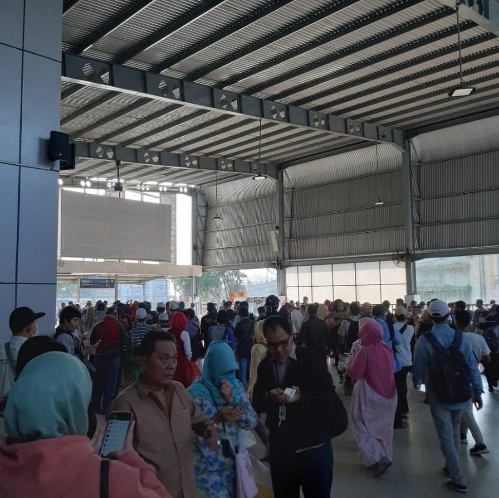 Rusuh di Stasiun Tanah Abang, Kereta Arah Rangkasbitung Hanya Sampai Kebayoran