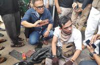 Pria Bawa Selongsong Peluru Karet dan Jaket Berlubang di Tanah Abang