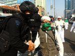 Polisi: Massa Rusuh di Flyover Slipi Bawa Anak Panah hingga Bensin