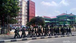 TNI-Polri Siaga di Jl KS Tubun, Sisa Pembakaran Berserakan di Jalan