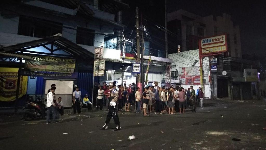 Ricuh di Slipi, Polisi Minta Warga yang Tonton Kerusuhan Pulang