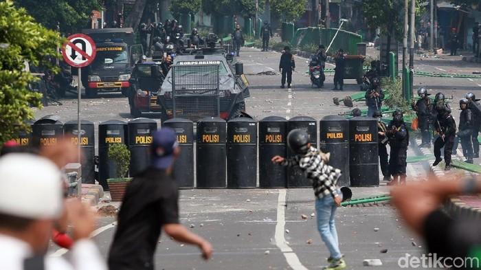 Aksi kerusuhan di Tanah Abang. Foto: Ari Saputra