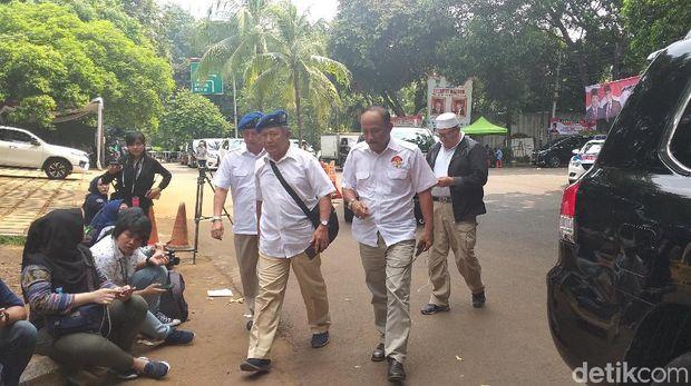 eks KSAU Marsekal TNI (Purn) Imam Sufaat mendatangi kantor BPN di Kertanegara