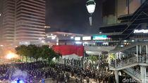 TNI-Polri Sisir Gedung Sarinah Minta Massa Bubarkan Diri