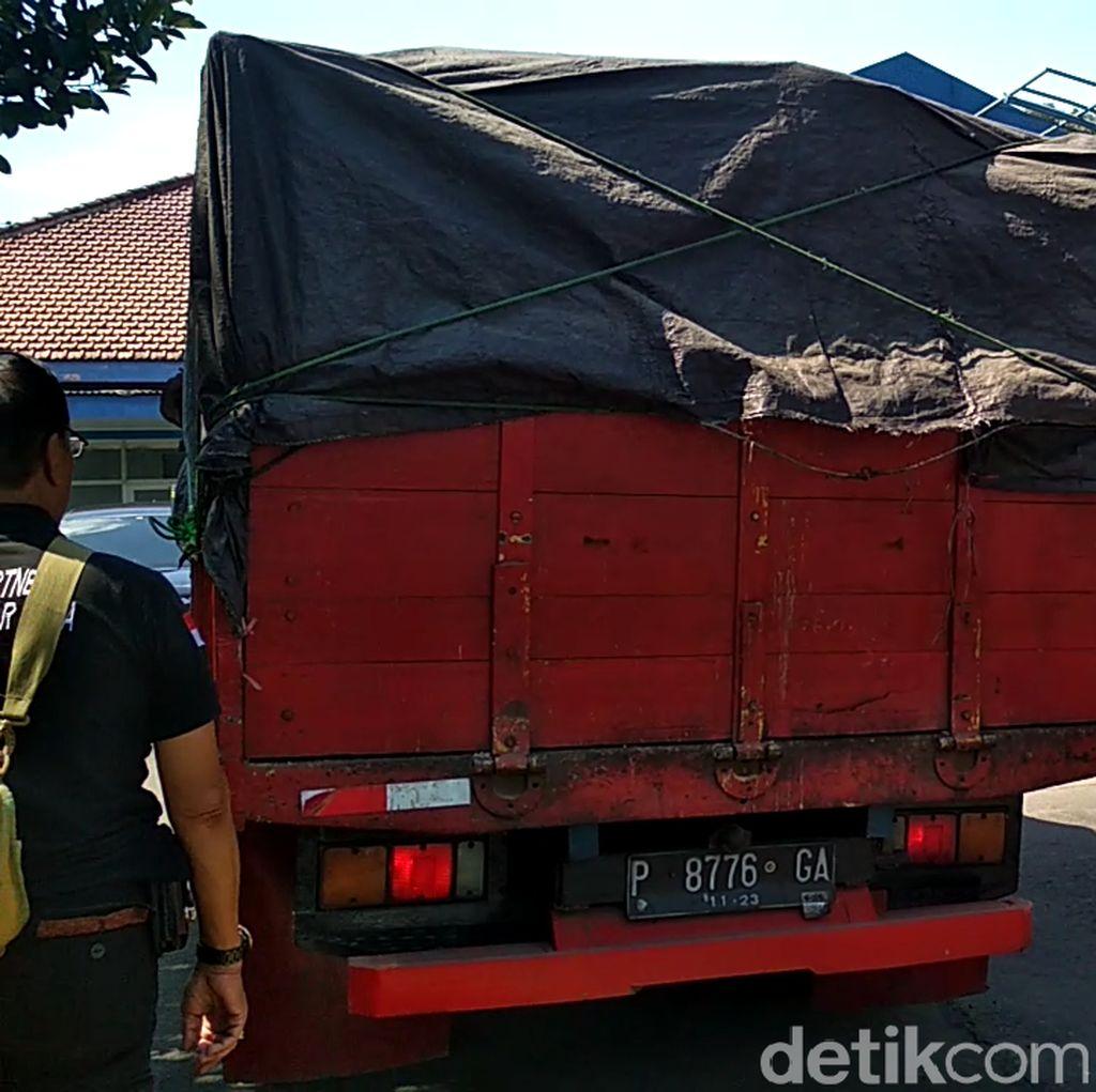 Razia Petugas Gabungan di Blitar Amankan Truk Muat Kayu Jati