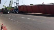 Girder Dipindahkan, Tol Jakarta-Cikampek Kembali Normal